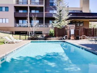 Affordable ski-in/out condo with pool & hot tub!, Steamboat Springs