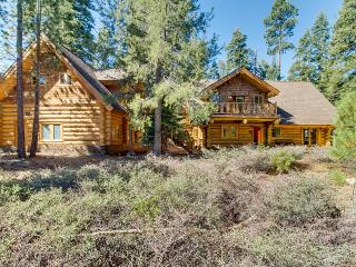 Room for 16, two fireplaces, & close to Tahoe attractions!, Tahoma