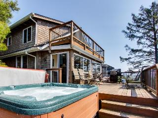 Oceanview home with relaxing private hot tub, Manzanita