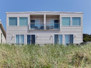 Spacious 6-bedroom home w/ oceanviews & patio!, Rockaway Beach