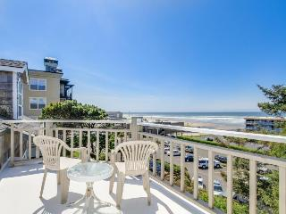 Great views of the ocean and river with easy beach access!, Lincoln City