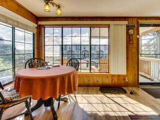 Pet-friendly cottage with ocean views, close beach access!, Rockaway Beach