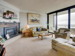 Pet-friendly, oceanfront condo on the beach, Seaside