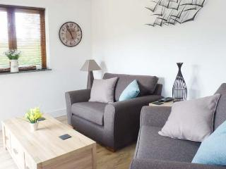 MARWELL LODGE, detached lodge, ground floor, iPod dock, enclosed garden, near sandy beaches, in Ringmore, Ref 924903