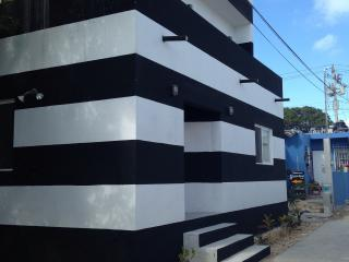 2bd new industrial design black and white striped, Isla Mujeres