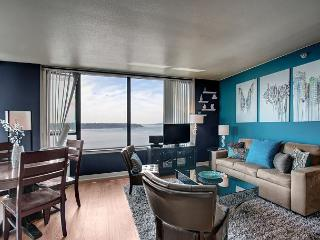 Water Views and Amenities! Your ideal urban vacation with Sea to Sky Rentals, Seattle