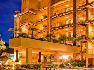 Penthouse Harmonie, a Beach Front Oasis of Peace and Tranquility of 5,000 Ft, Tamarindo