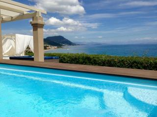 Modern Villa, Private Swimming Pool, Sea View, Corfu Town