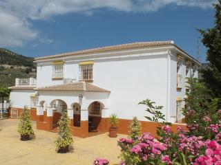 Stunning Villa With Hot Tub,Games Area and wifi, Iznájar