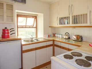 BARNEY'S COTTAGE, quirky pet-friendly cottage, garden, close to amenities in Settle. Ref 924147
