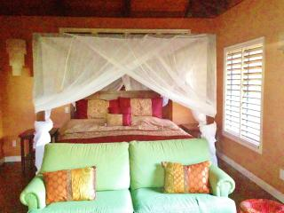 LOTUS LOFT ON LUSH ACRES, STREAM, AMAZING VIEWS &, Kapaa