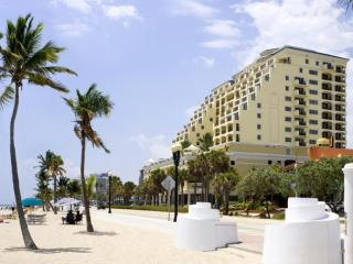 Luxury 5 Star Condo Directly Across from the Beach, Fort Lauderdale