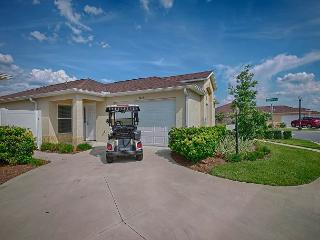 Corner courtyard villa with fantastic outdoor area with free use of golf cart, The Villages