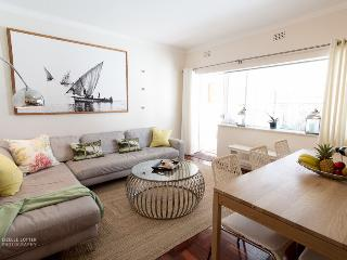 Camps Bay Beach Apartment - Caprice