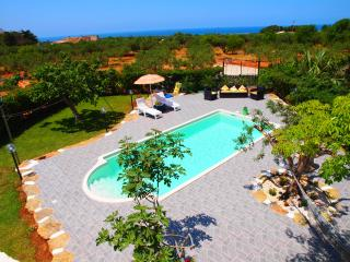 Holiday House with private pool - FREE WI-FI, San Vito lo Capo