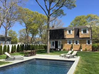 Summer in the Hamptons, 3 bedrooms w. heated pool., East Quogue