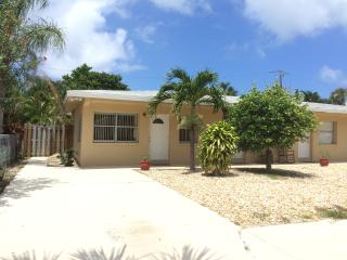 Just Minutes to the  Beach and Intracostal, Pompano Beach