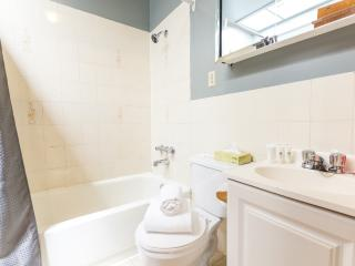 Huge 4 BR Close to Everything, Montreal