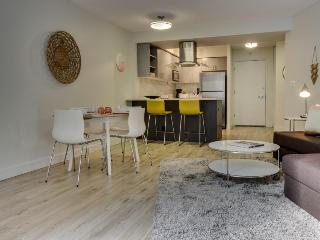 Modern downtown condo, walk to Pike Place, eateries, more!, Seattle