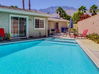 A gem in the desert with mountain views and a pool/hot tub, Palm Springs