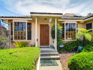 Charming bungalow w/ hot tub, steps to beach & state park!, Ventura