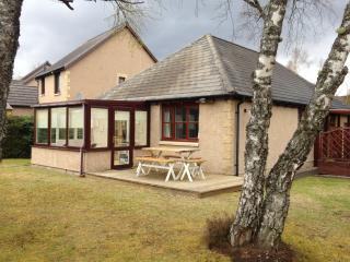 Holiday Cottage with Free Swimming Pool + Golf, Aviemore