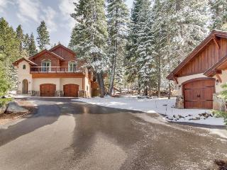 Secluded, spacious, & pet-friendly estate on eight acres!, Truckee