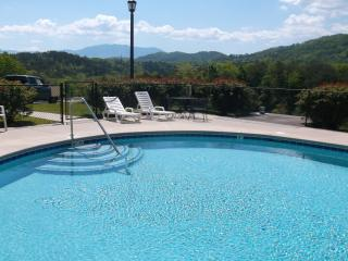 2 bedroom condo with mountain views, Pigeon Forge