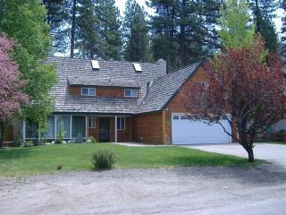 This is it! 4 BR Chalet-Lake,Casinos,Tahoe's best, South Lake Tahoe