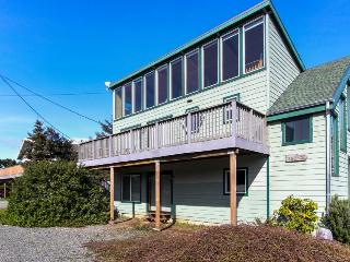 Oceanview home steps from the beach, sleeps 13-16!, Rockaway Beach