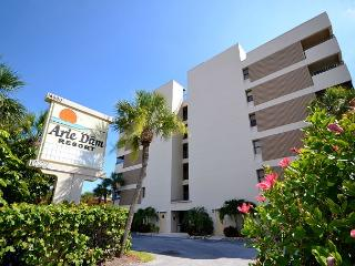 Arie Dam 201 - Spacious corner condo gulf front with exceptional views, Madeira Beach