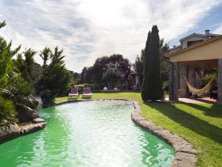 villa in Barcelona area w. pool and superb views, Arenys de Mar