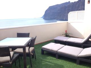 EXCLUSIVE ROMANTIC PENTHOUSE WITH SUNNY TERRACE, Los Gigantes