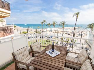 RIBERA MOON elegant beach front apt with views, Sitges