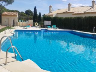 2-bed flat with pool, near beach, Manilva