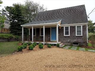 Adorable Cape Style Home Close to Town, Edgartown