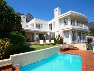 Ocean view Tree Villa- spacious multi-level with pool & short walk to the beach, Camps Bay