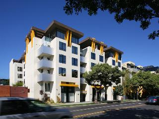Fully Furnished Chic New 2+2 in Prime Santa Monica