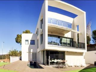 Villa with pool, 15min from Barcelona, Barcelone