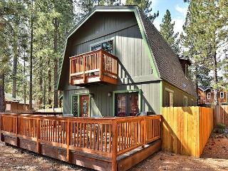 3BR/2BA Cozy Chalet in Highland Woods, Walk to Lake Tahoe Blvd, South Lake Tahoe