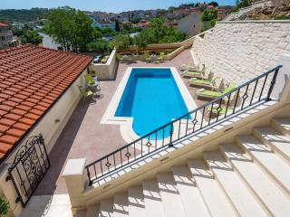 Villa Kogo Apartment 4 with a swimming pool, Hvar