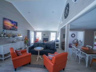 New luxury ME south coast home; in town; sleep 26., Kennebunkport