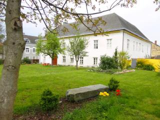 Hohe Schule-Exclusive (4-7 Prs) central in Austria, Loosdorf