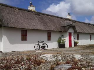 Fan Tamaill Thatched Cottage, Lettermacaward