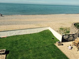 Superb Cintra Beachside Apartment 1, Llandudno