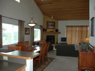 Affordable Luxury Chalet Close to Everything., Big Sky