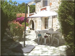 Affordable quiet family Home, close to everything, Villefranche-sur-Mer