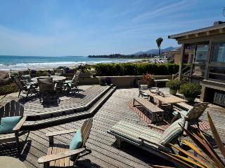 Beachfront with fantastic deck and fire pit, walk to shops! - Padaro Beach House, Carpintería