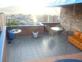 2BEDROON SPECTACULAR VIEW APARTMENT WITH 2 JACUZZI, Medellin