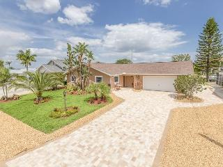Peaceful Paradise, Private Heated Pool, 4 bedrooms, Fort Myers Beach